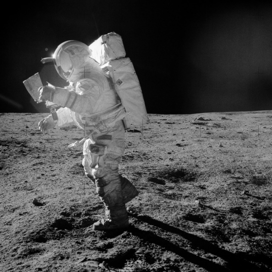ac_edgar-mitchell-on-the-moon-apollo-14-courtesy-nasa